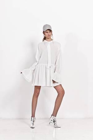 Sukienka z kokarda pod szyja