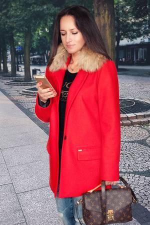 Rotki czerwony plaszczyk damski z futrem z jenota