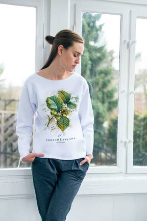 Orzech laskowy bluza oversize biala