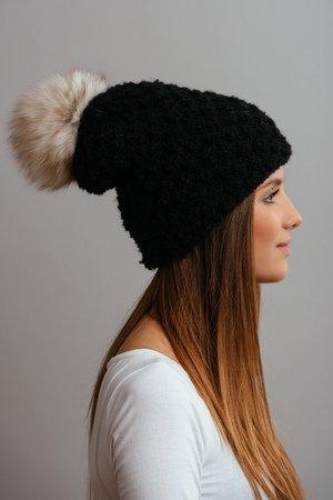 90a929346ae068 POMPOM - POMPOM - czarna czapka oversize z naturalnym futerkiem ...