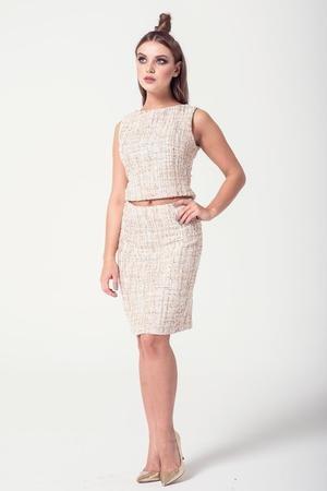 Spodnica z materialu typu chanel kolor zloto bezowy