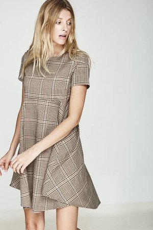 Sukienka w kratke odcinana pod biustem