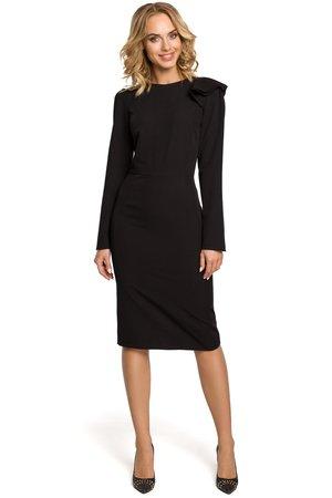 M326 sukienka z falbankami na ramieniu czarna