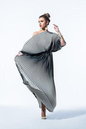 Plisowana sukienka w pasy fulki